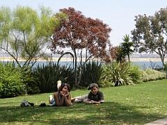 Michelle & Joshua genieten van de zon